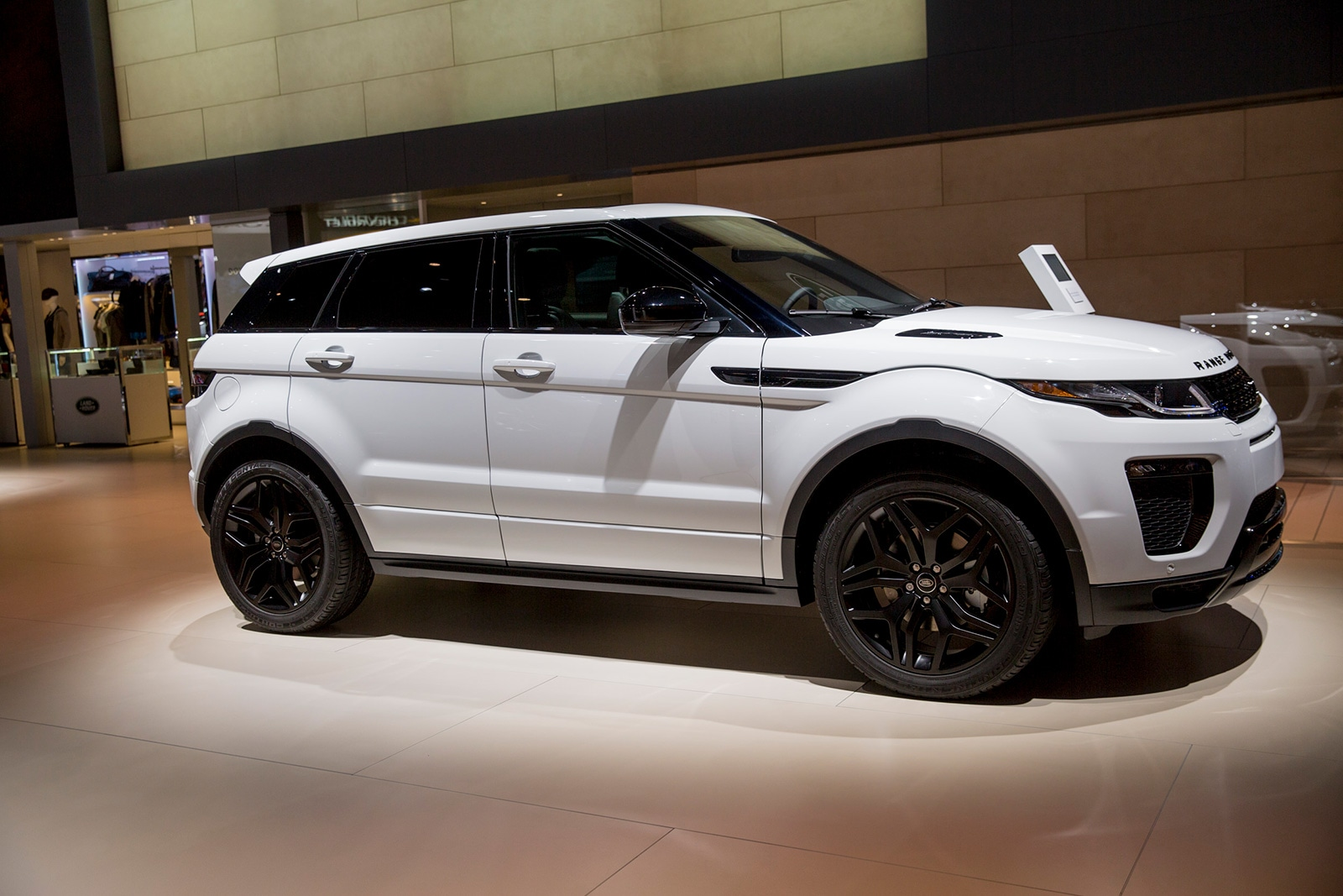 2018-South-Hall---Land-Rover-(Set-Up)-05