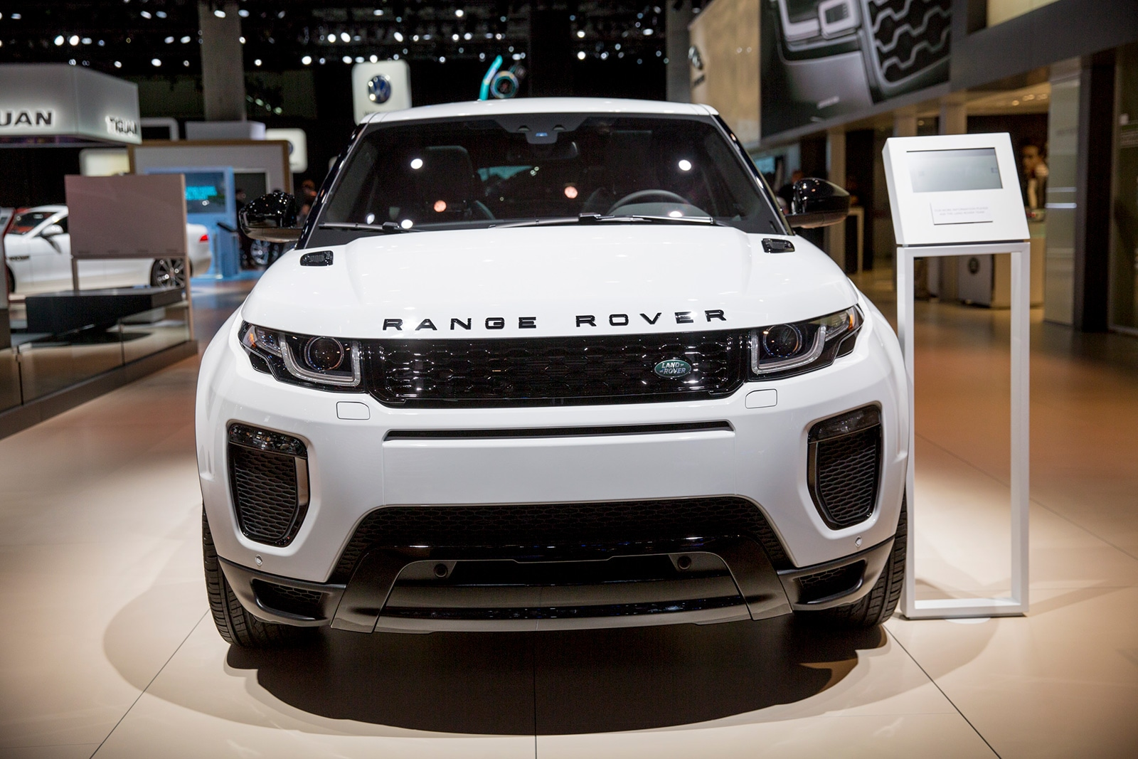 2018-South-Hall---Land-Rover-(Set-Up)-06