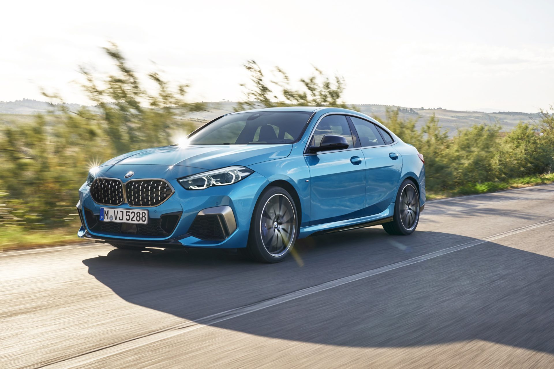 P90370495_highRes_the-all-new-bmw-2-se