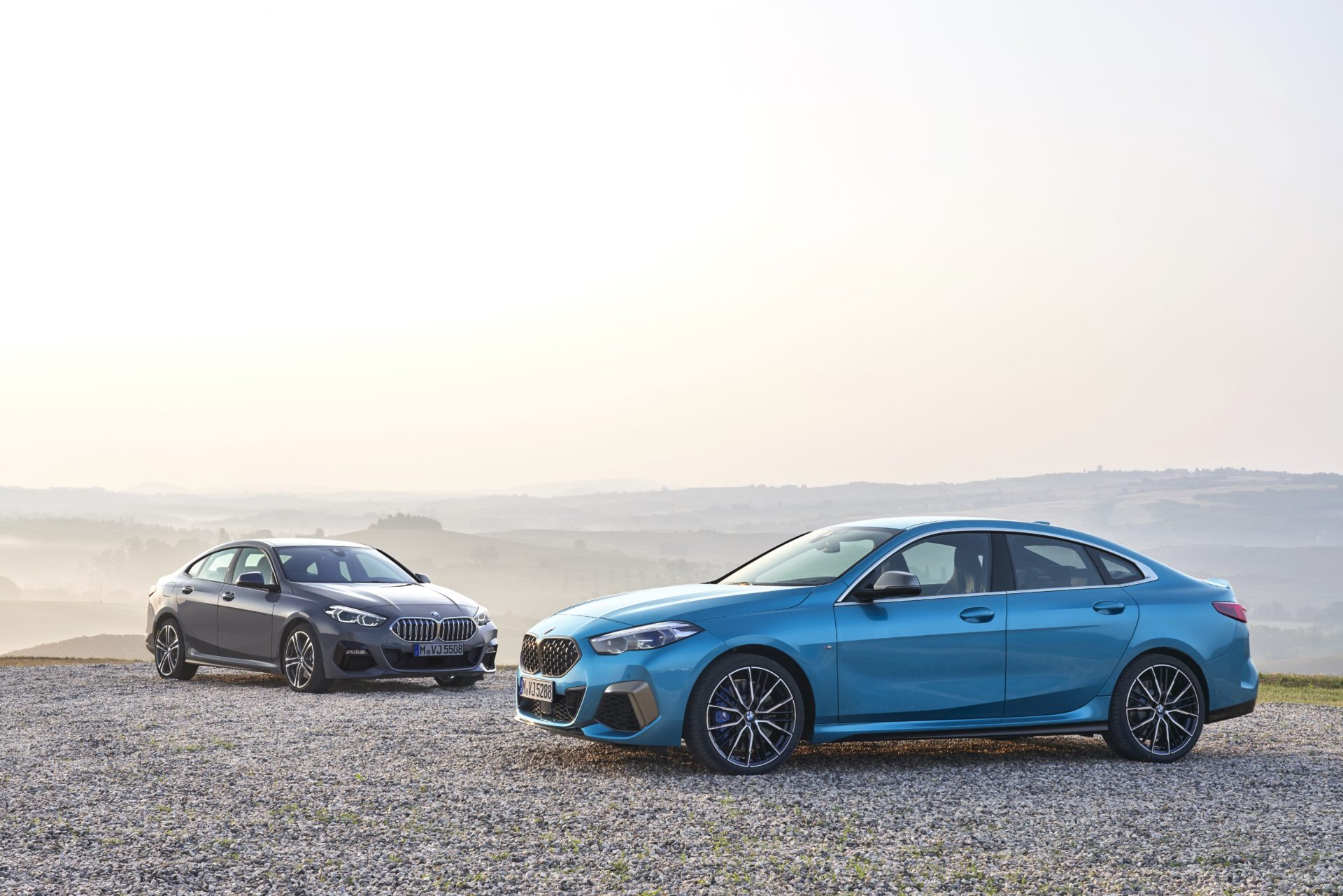P90370540_highRes_the-all-new-bmw-2-se
