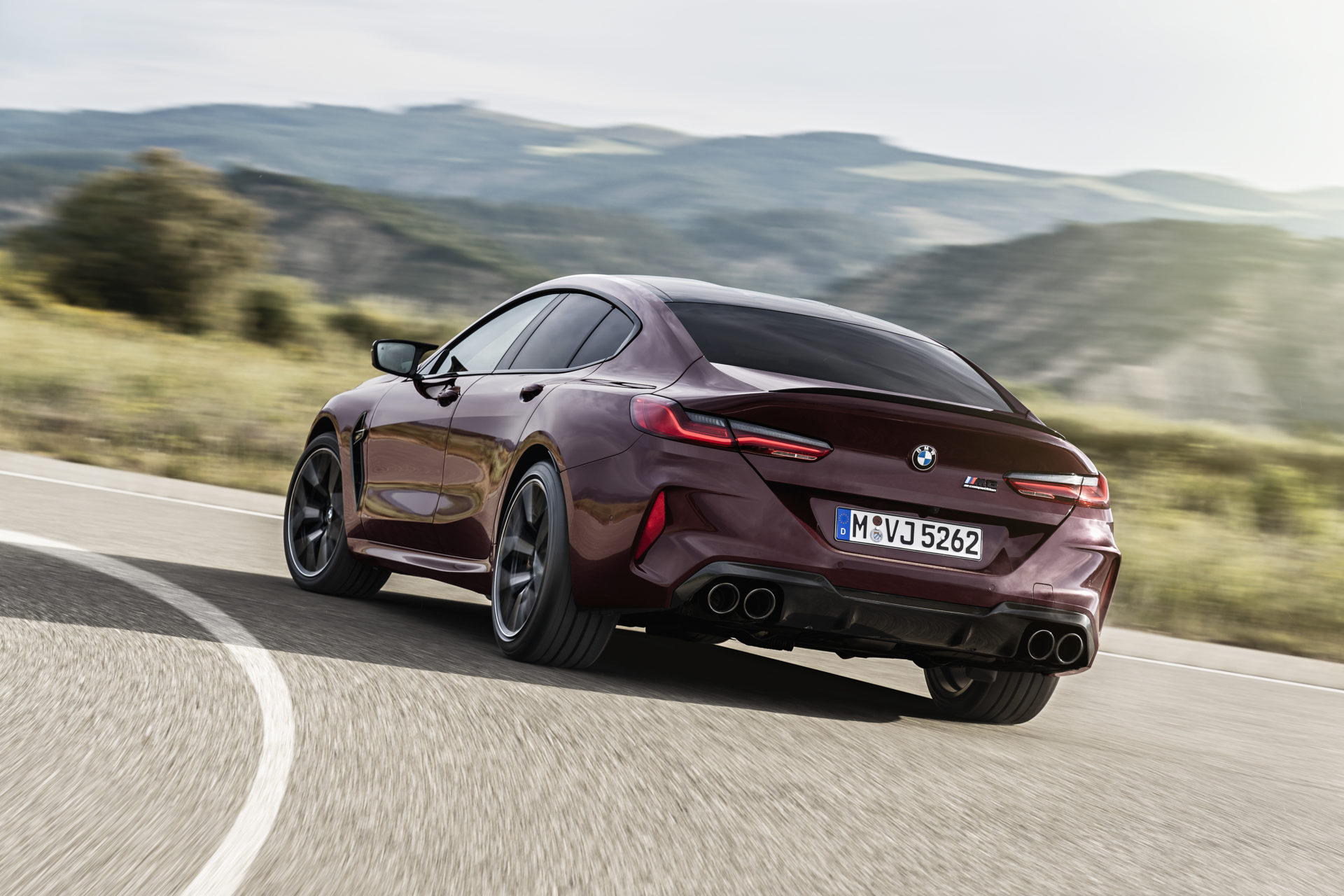 P90369585_highRes_the-new-bmw-m8-gran-