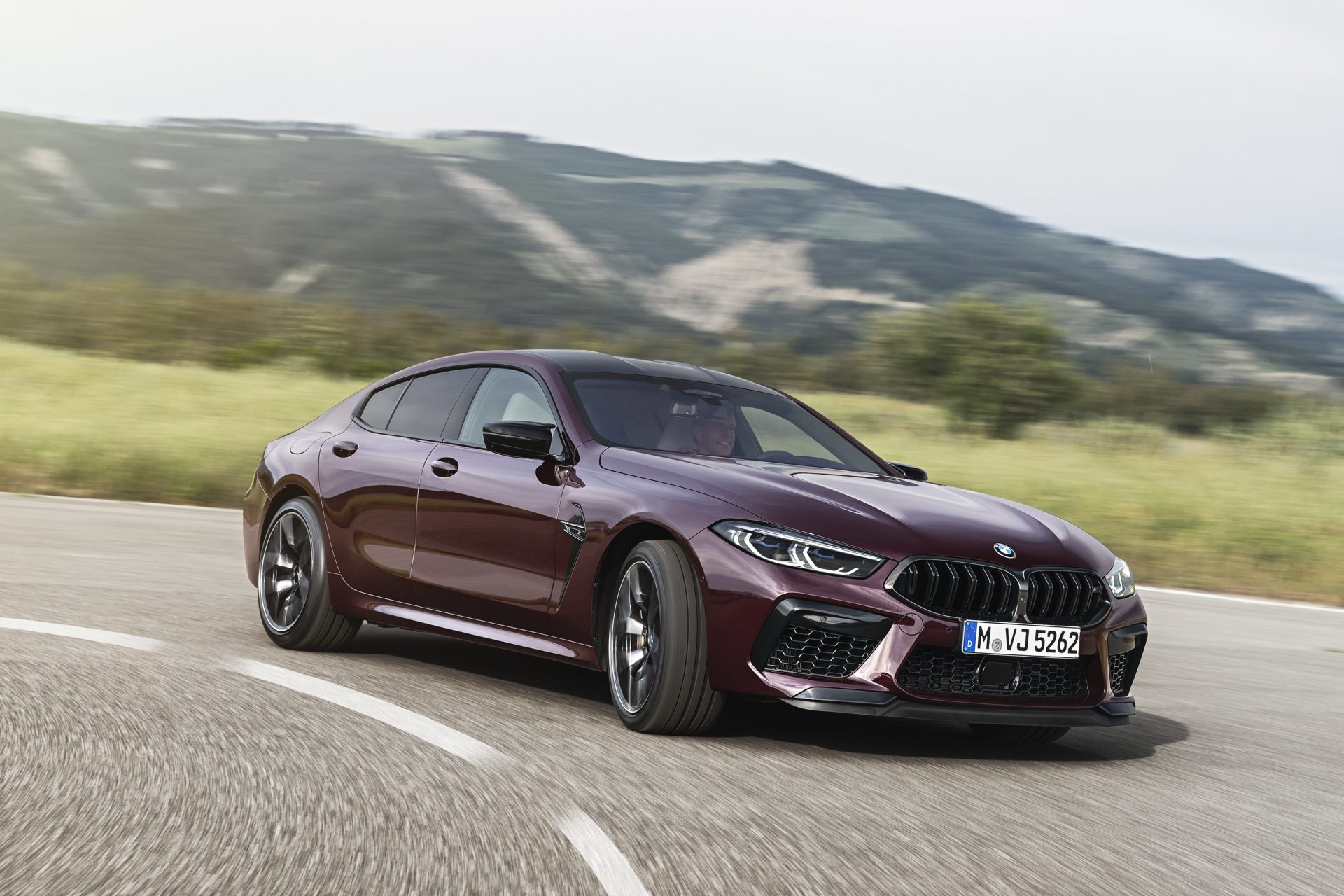 P90369588_highRes_the-new-bmw-m8-gran-